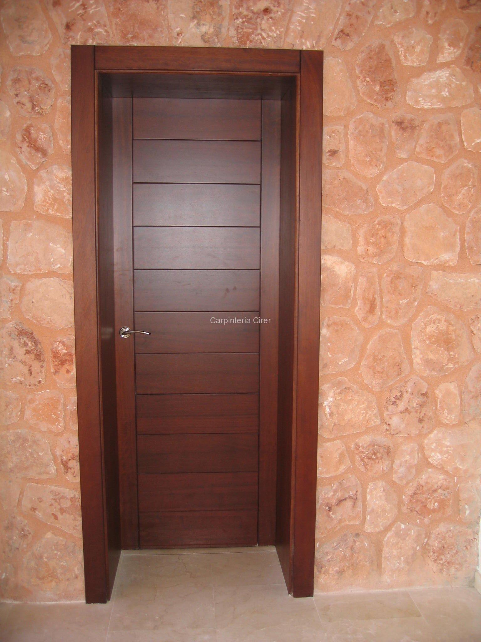 madera puerta entrada cirer